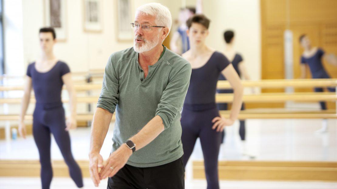 Jay Jolley teaching in a studio